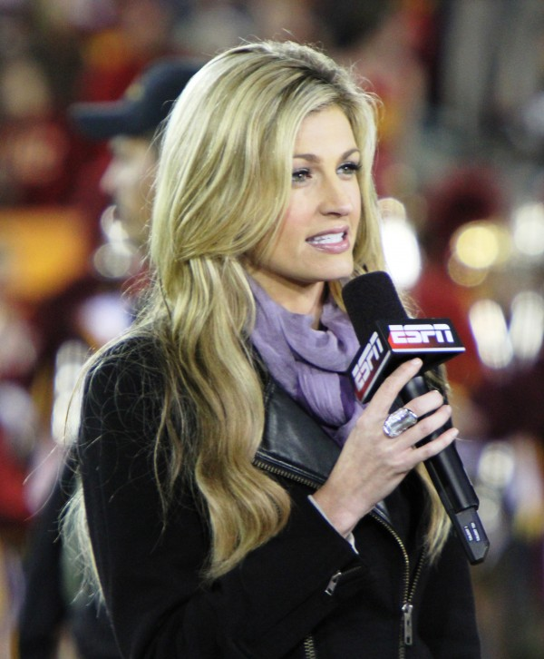 Erin_Andrews_at_USC_Oregon_game_2010