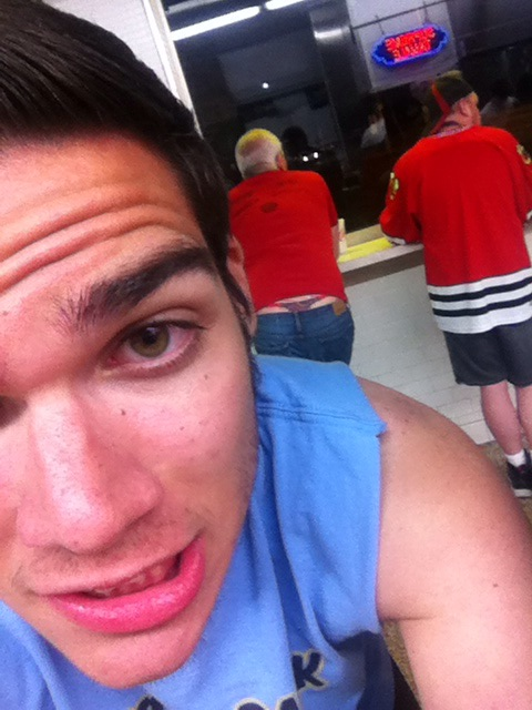 Nice frong (frat thong) in the background.